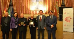 El acto, que se enmarca en las actividades con las que feSt está tejiendo en su edición 2016-17 redes fuera de las salas de Escenarios de Sevilla, fue acogido por el Salón Colón del Ayuntamiento de Sevilla.